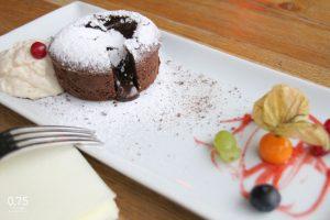 Csokoládé souffle kávékrémmel, gyümölcsökkel - 0,75 bistro, Bazilika, borbár étterem