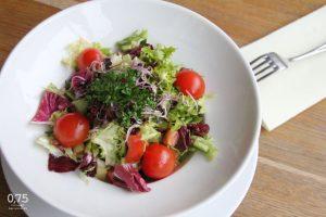 Friss kevert saláta zöldségekkel, olivabogyóval - 0,75 bistro Bazilika, borbár, étterem
