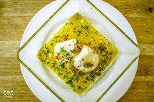 Tőkehal kapribogyóval, fokhagymás, chilis olajban - 0,75 bistro Bazilika, borbár, étterem