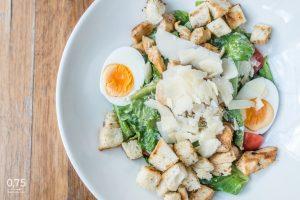 0,75 Caesar salátája csirkével - 0,75 bistro Bazilika, borbár, étterem