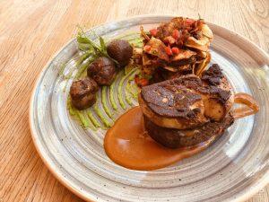 Budapest bélszín steak 250g (kacsamáj, vargánya, kápia, borsó, chips) - 0,75 bistro Bazilika, borbár, étterem